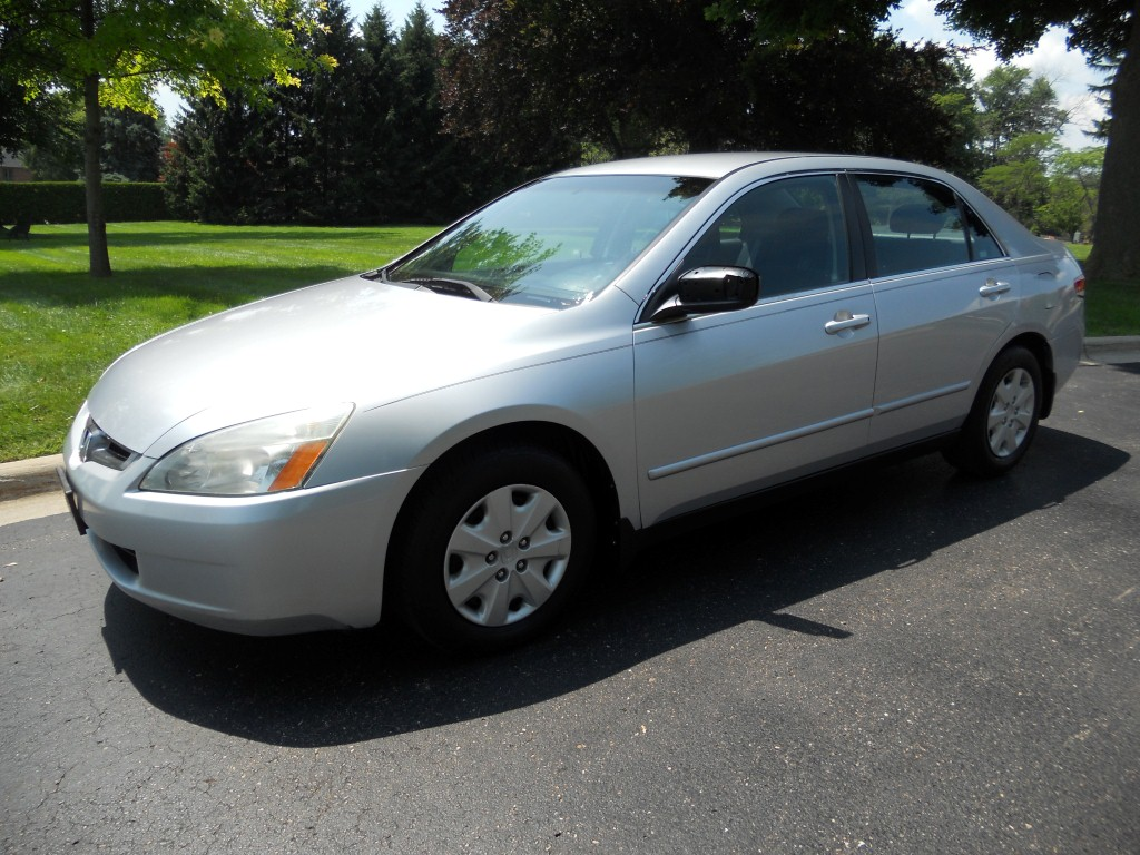 Sell used 2003 honda accord lx 4 cyl sedan 4 door 5 speed for Honda accord 4 cylinder